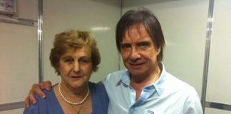 Dona Anice realizou o sonho de conhecer seu cantor favorito. (Foto da Assessoria de Imprensa do cantor Roberto Carlos).