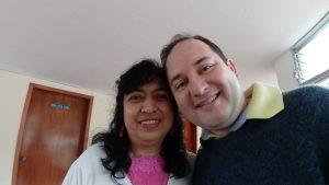 Além de aprender, o presidente tem a oportunidade de rever amigos vicentinos. Na foto, ao lado de Anamiriam (da Guatemala). Os dois se conheceram em 2004