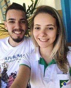Confrade Ulisses e consócia Ketlyn. da área do Conselho Metropolitano de Bauru (SP). Além de vicentinos e amigos, eles estão noivos