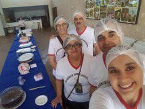Com a venda de bolos, membros da Conferência Santo Agostinho conseguem promover assistida